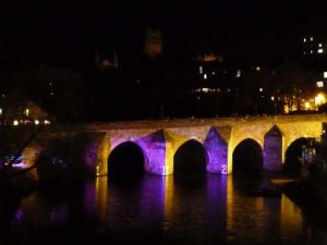 Durham Ancient Monuments - Elvet Bridge in the night = commons.wikimedia.org